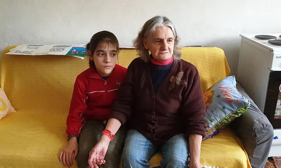 Мала Анђела и бака Радица живе у нехуманим условима