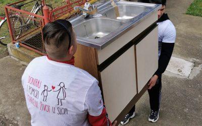 Испорука хуманитарне помоћи у Бојнику и Придворици