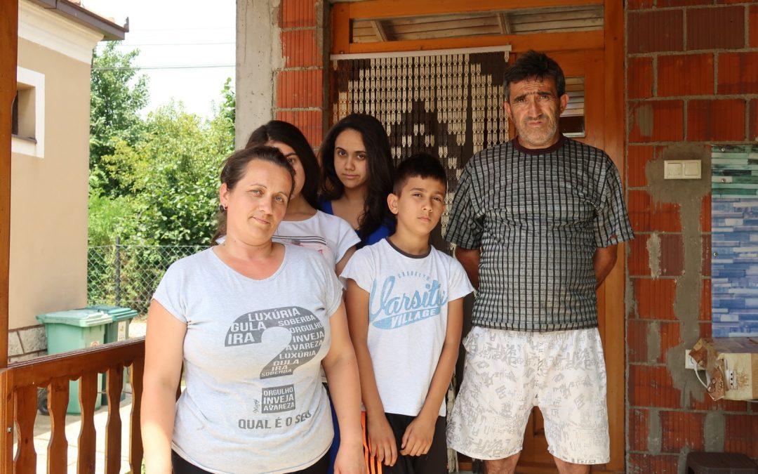 """""""Највећи проблем нам је наставак изградње куће."""" – у посети породици Павић на Космету!"""